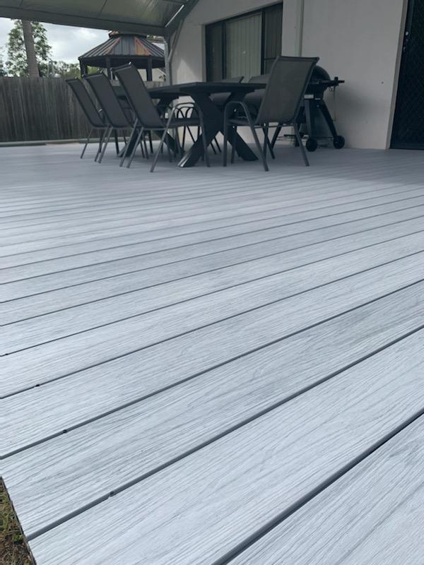 https://ezydecking.com.au/wp-content/uploads/2019/03/Hamptons-white-composite-decking-4.jpg